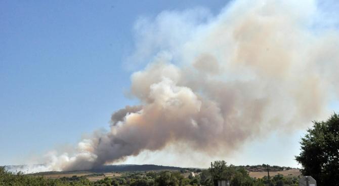 Голям пожар избухна край казанлъшко село
