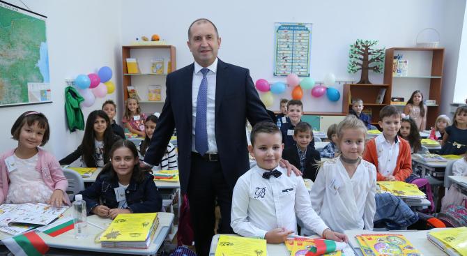 Румен Радев: Българското училище е храм на знанието и свято място