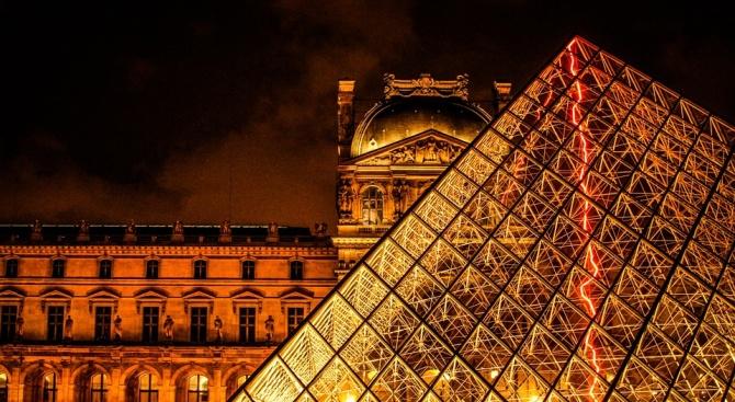 """Бежанци ще се обучават за тур гидове в """"Лувъра"""""""