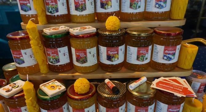 Пчелари от пет държави представят продукцията си във Варна