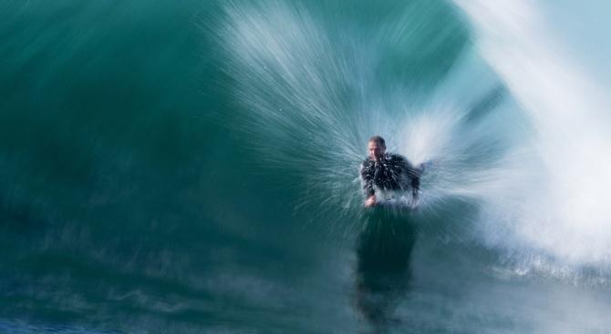 Дрон спаси сърфист от нападение на акула