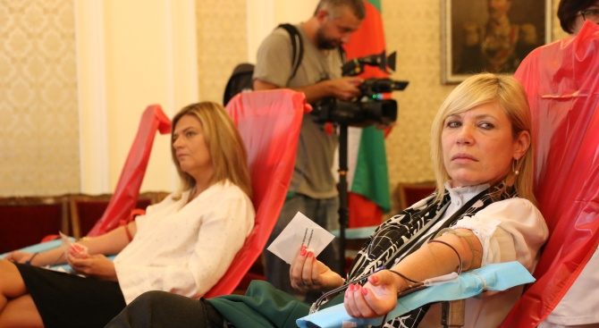 Депутати дариха кръв в парламента