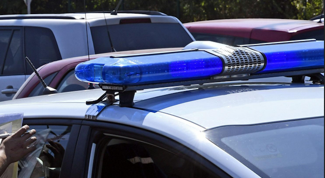 51-годишна жена опита да бутне подкуп на полицай