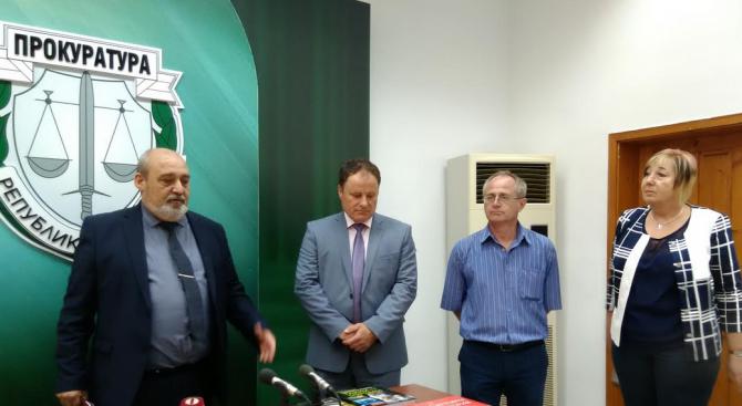 Прокурори и следователи от Бургаския апелативен район дариха книги за затворниците в Бургас