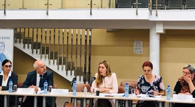 Министър Ангелкова: Сезон  2019 е добър, отчитаме ръст на българите по Черноморието