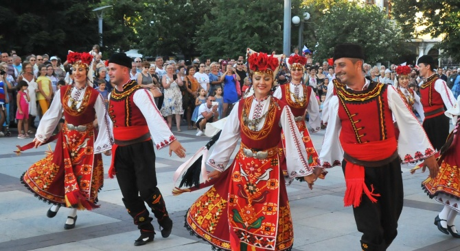 Налага се временна организация на движението във връзка с фестивала на народната носия