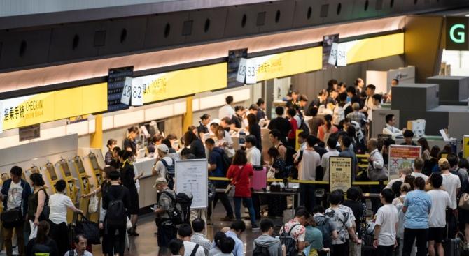Над 200 полета са отменени в Япония заради приближаването на тайфуна Тапа
