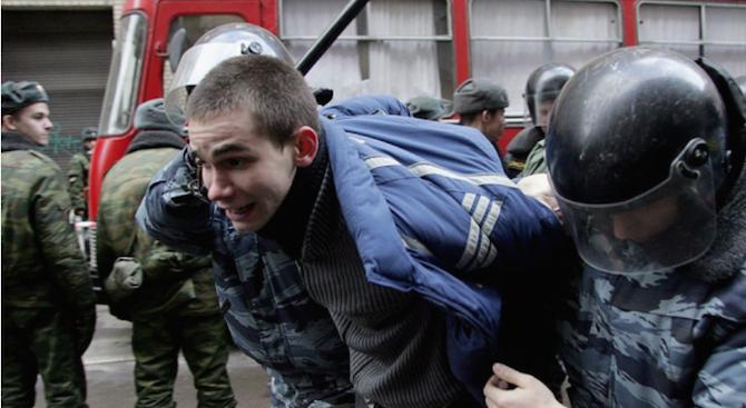 Най-малко 57 са задържани при антиправителствени протести в Казахстан