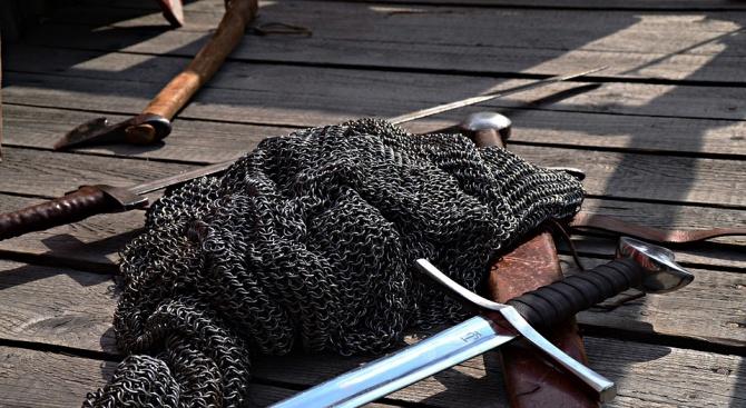 Археолози откриха меч на 3200 години