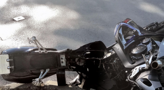 Моторист загина след удар в джип край село Джерман