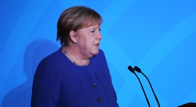 Меркелобеща 4 млрд. евро за борбата с климатичните промени