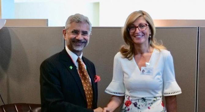 Екатерина Захариева се срещна с индийския външен министър