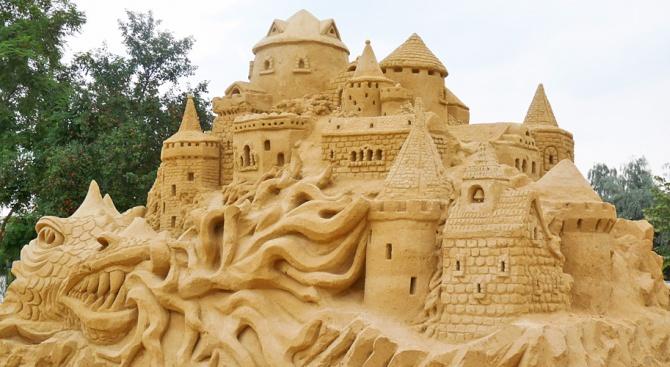 Фестивалът на пясъчните фигури в Бургас ще е отворен още 5 дни