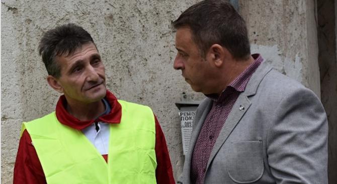 """Кметът на Благоевград даде старт на ремонтни дейности на водопровода на ул. """"Стара планина"""""""