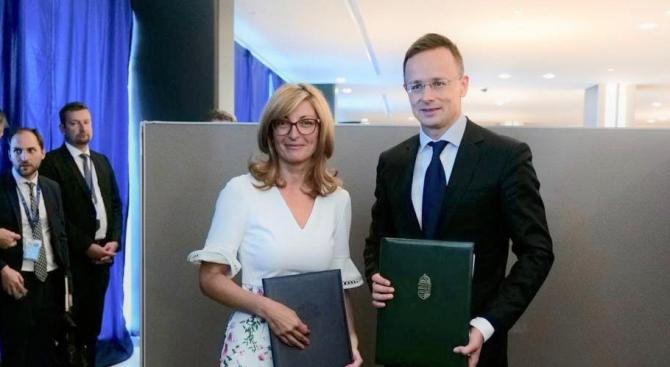 Захариева и Петер Сиярто подписаха програма за сътрудничество между България и Унгария