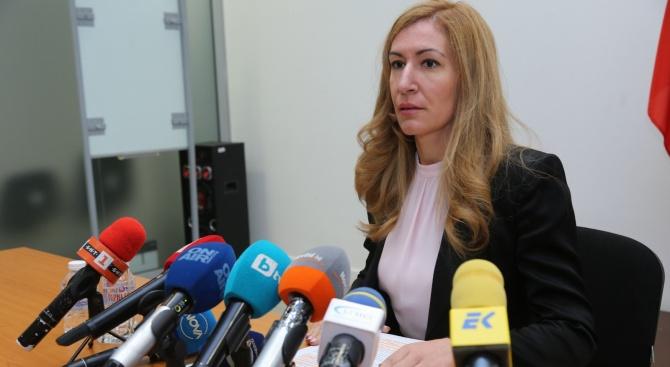"""Ангелкова и Горанов ще обсъдят възможността за данъчни облекчения за засегнатите хотели от """"Томас Кук"""""""