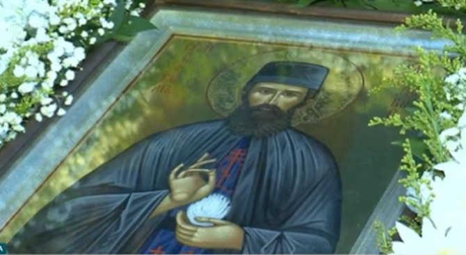 В град Левски пристигна чудотворната икона на свети Ефрем Нови