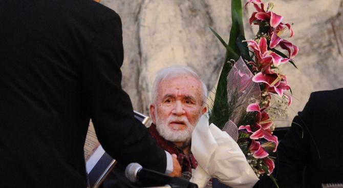 На 84-годишна възраст почина поетът Любомир Левчев