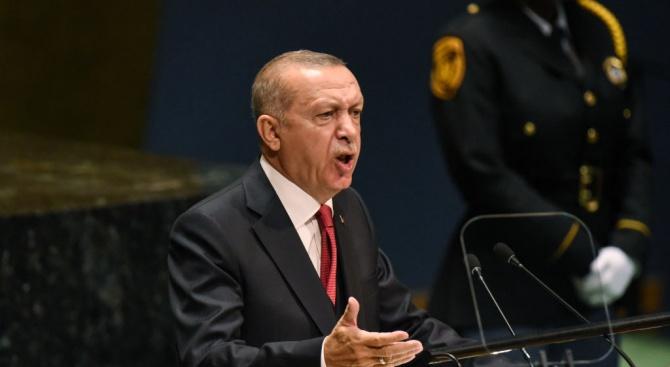 Ердоган отказал да седне на една маса с Тръмп заради египетския президент