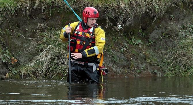 16-годишен баща захвърли новороденото си в река