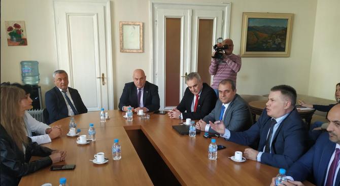 ВМРО и НФСБ подкрепиха исканията на медицинските сестри