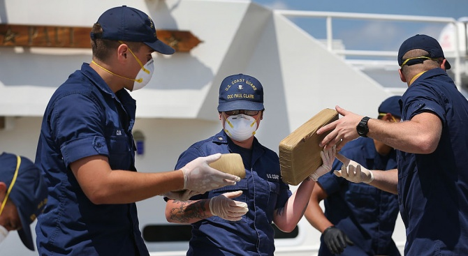 В САЩ задържаха подводница, превозвала кокаин за 165 млн. долара