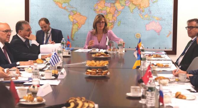 Захариева участва в министерска среща на Черноморското икономическо сътрудничество