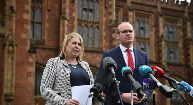Външният министър на Ирландия: Изтича времето за изясняване на споразумението за Брекзит