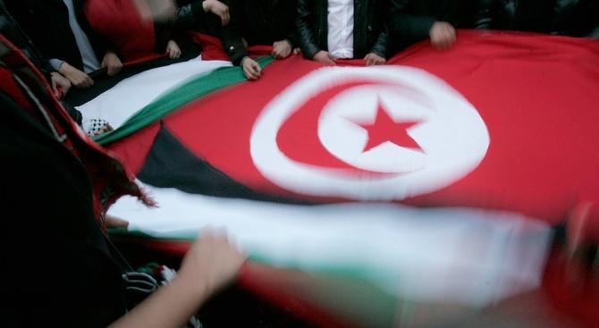 Единият от двамата кандидати за президент на Тунис се обяви за освобождаване на своя съперник