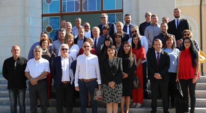 Кандидатът на ГЕРБ за кмет на Русе инж. Диана Иванова откри кампанията си с водосвет