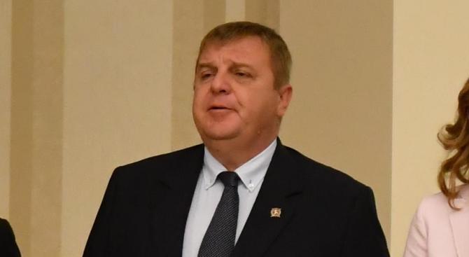 Каракачанов към управляващите в Скопие: Времето на тупане на топката приключи