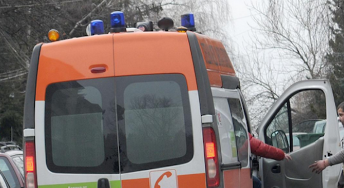 Катастрофа на кръстовище в Бургас: 80-годишен е ранен