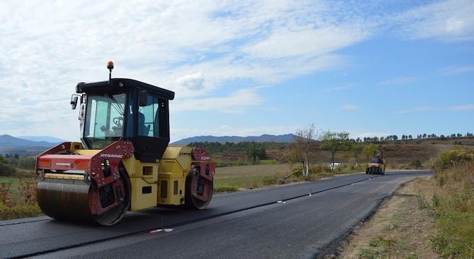 Започна полагането на асфалта в с. Голям извор
