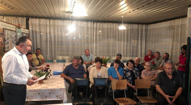 Кандидатът на коалицията СДС-ГЕРБ за кмет на Карлово д-р Емил Кабаиванов се срещна с жителите на селата Пролом и Горни Домлян