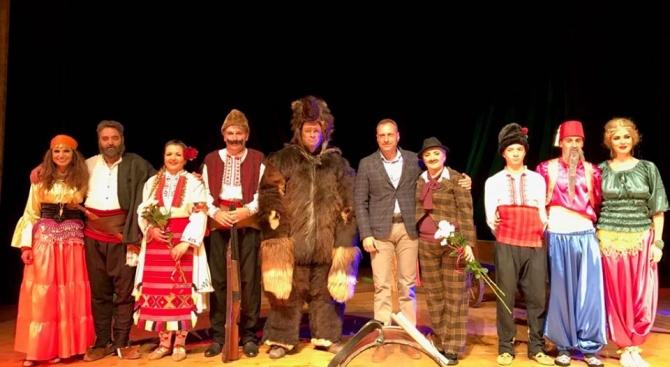 """""""Има ли смисъл да утепваме мечка"""", попитаха за втори път актьорите от Самодейна театрална група Банско"""