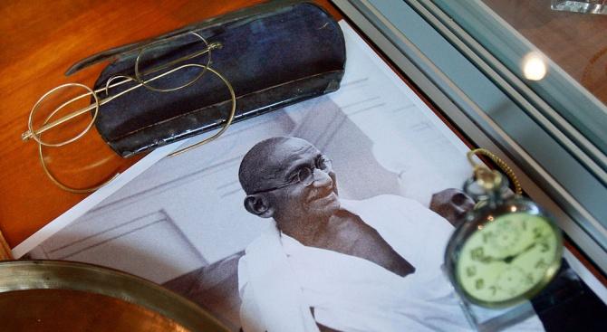 Откраднаха част от останките на Махатма Ганди
