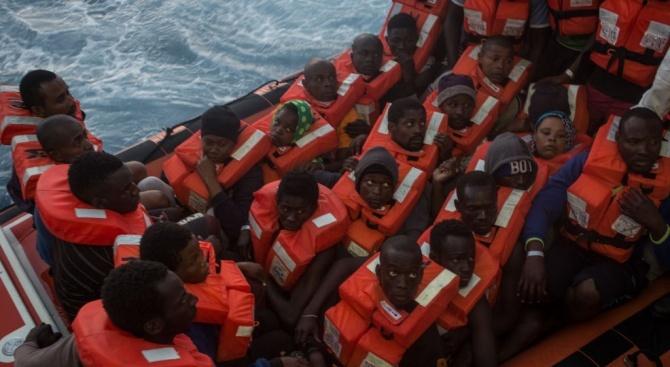 Двама загинаха, а 22-ма са спасени от потънал мигрантски кораб до о.Лампедуза