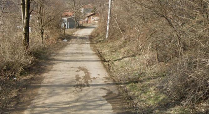 Пропаднал е пътният участък между Габрово и село Стоманеците