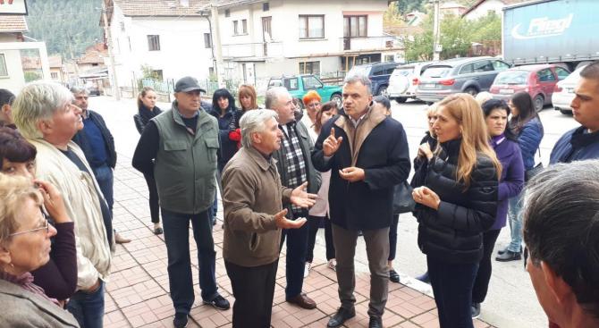 Ангелкова в Самоков: Кандидат-кметът на ГЕРБ Валентин Милушев ще работи за подобряването на инфраструктурата в общината