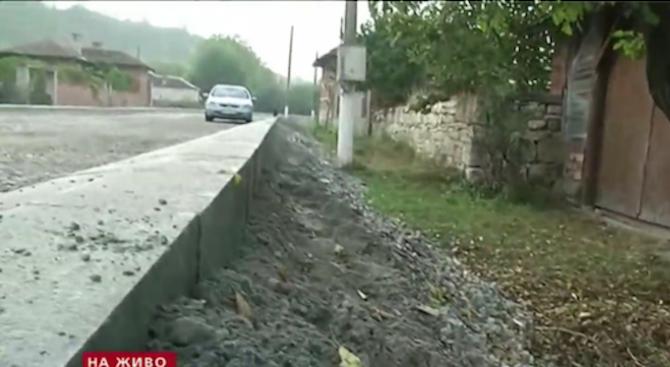 Ремонтиран път блокира достъпа до домове