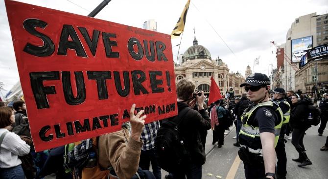 Арестуваха близо 60 екоактивисти в Мелбърн