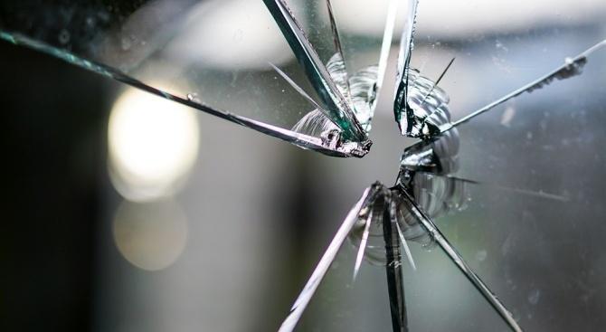 След скандал: Мъж изпочупи автобус на градския транспорт
