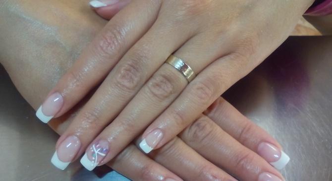 Булка отиде на сватбата си с маникюр, в който е инкрустиран прахът на баща ѝ