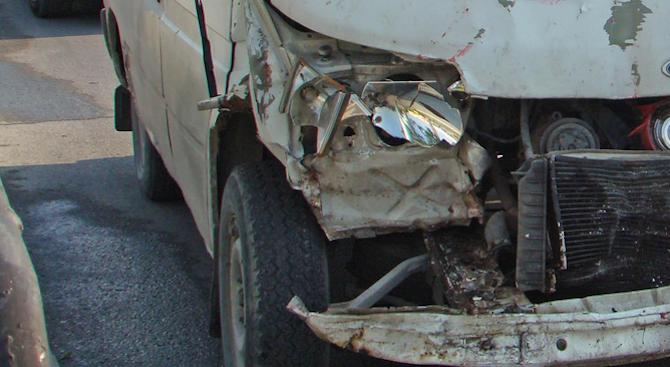 Две катастрофи с шестима ранени край Търговище
