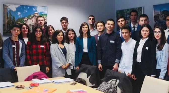 Лауреати на технологични състезания представиха България на Европейската седмица на програмирането по покана на комисар Мария Габриел