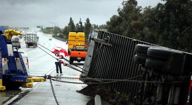 Шофьор окъпа с бира магистрала в Австралия