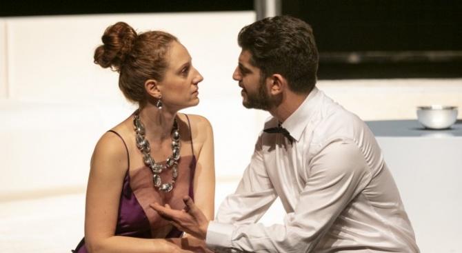 Лъжата като изкуство – един сценичен прочит в Сатиричния театър