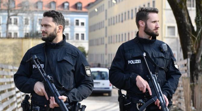 Застреляха двама души пред синагога в източния германски град Хале