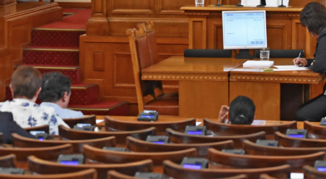 Парламентът включи в дневния си ред за днес проекта на декларация за Македония и Албания