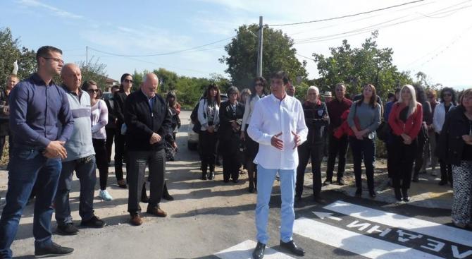 Кандидатът на ГЕРБ за кмет на Стамболийски Георги Мараджиев присъства на откриването на ремонтирания път за село Йоаким Груево